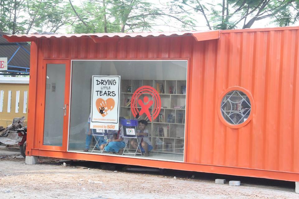 Thư viện trong container dành cho học sinh tiểu học