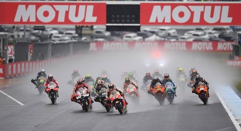 Andrea Dovizioso vô địch chặng MotoGP Motegi sau trận thủy chiến