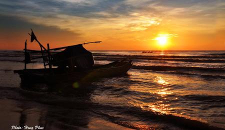 Biển Hải Tiến, Hoằng hóa, Tình anh, phía biển, sóng biển