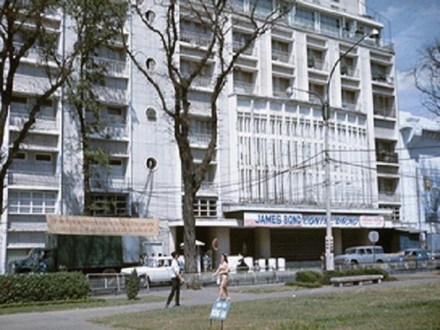 Nữ đại gia bỏ tiền khổng lồ xây rạp phim xịn nhất Sài Gòn xưa