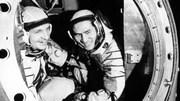 Phi công Phạm Tuân mang sách gì khi bay vào vũ trụ?