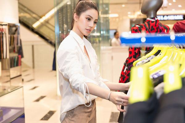 Hoa hậu hội nhà giàu chi cả tỷ mua quần áo đi xem thời trang