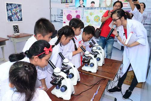 Trẻ học cách đẩy lùi dịch bệnh bằng thói quen tốt