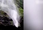 Cảnh thác nước chảy ngược lên núi gây kinh ngạc