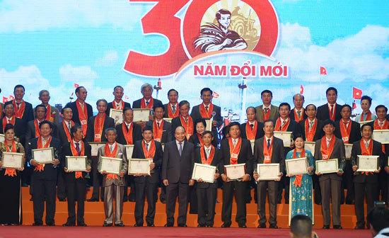 Vinh danh 87 nông dân xuất sắc 30 năm đổi mới