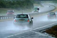 Tài xế cần chú ý những hỏng hóc ô tô thường gặp trong mùa mưa