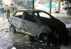 Ô tô cháy trơ khung khi đỗ trong bãi giữ xe