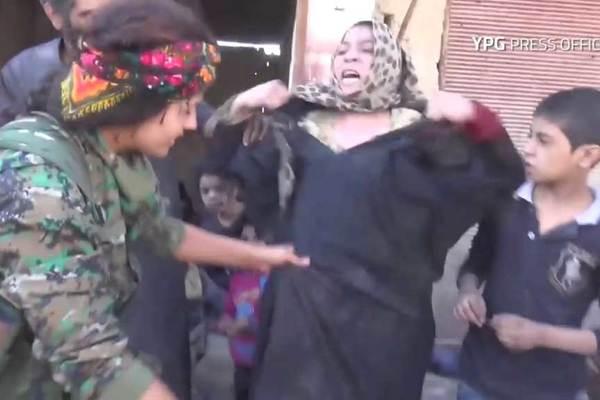 Phản ứng của những phụ nữ vừa thoát khỏi tay IS