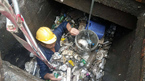 Cống bị tắc, siêu máy bơm bất lực giải cứu 'rốn ngập' Sài Gòn