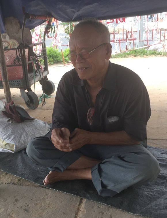 Chuyện tình 'bắp nướng mắm nêm' ven đường phố Tuy Hòa, Phú Yên