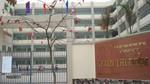 Một học sinh bị ngã từ tầng 2 của trường xuống đất