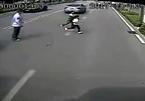 20 giây dừng xe, hành động của tài xế xe buýt gây xúc động