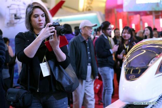 Trung Quốc 'khoe' thành tựu 5 năm với truyền thông nước ngoài
