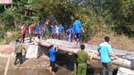 Thanh niên, sinh viên xây cầu, đắp đường cho làng quê