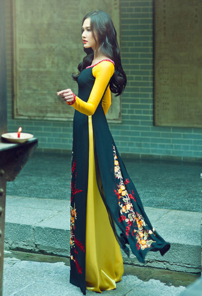 Thuan Viet showcases manually embroidered ao dai in Japan