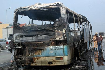 xe khách, cháy trơ khung, đường trên cao
