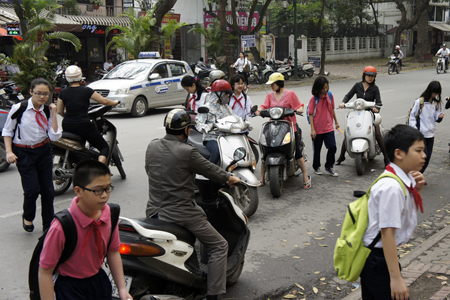 mũ bảo hiểm, học sinh, cảnh sát giao thông