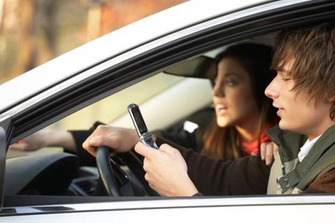 nhắn tin, lái xe, ô tô, hiểm nguy
