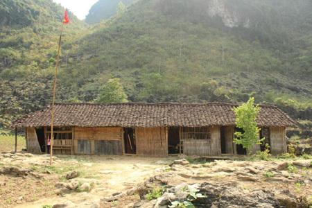 miền núi, trường học, vùng sâu vùng xa, học sinh, gieo chữ, núi đá