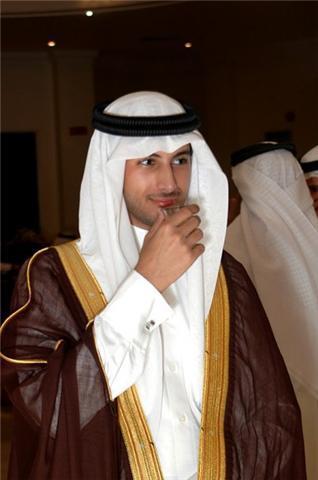 Tìm ra vị Hoàng tử bị trục xuất 'đẹp trai nhất thế giới'