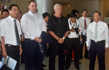 Hàng trăm khách nước ngoài thăm triển lãm Hoàng Sa