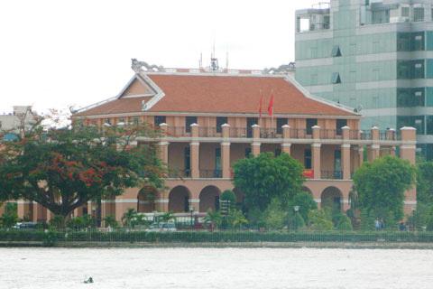 …Bến Nhà Rồng hiện tại là điểm tham quan thu hút khách đến TPHCM