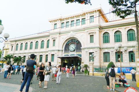 …ngày nay, Bưu điện thành phố luôn là địa chỉ thu hút khách du lịch trong và ngoài nước.