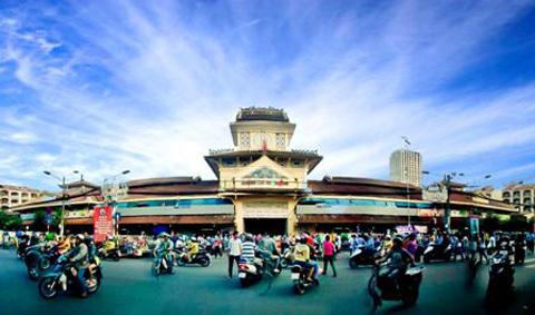 và hiện nay vẫn giữ được nét cổ kính xưa, ngày nay đây là khu chợ sầm uất, phát triển ở Sài Gòn (Ảnh: internet)