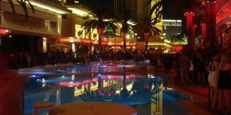 Las Vegas: Hộp đêm 'cứu' sòng bạc