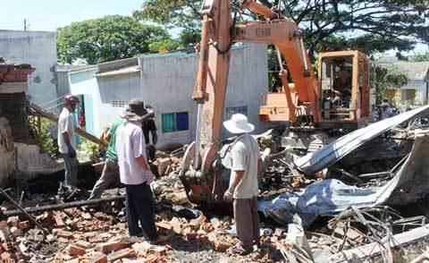 trung tá, cháy nhà, thiệt hại, Tuy Phong, điều tra