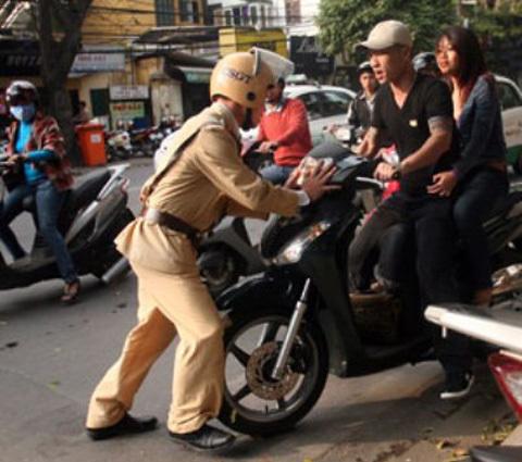 Cảnh sát giao thông, quyền hạn, tuần tra, kiểm soát, bảo vệ
