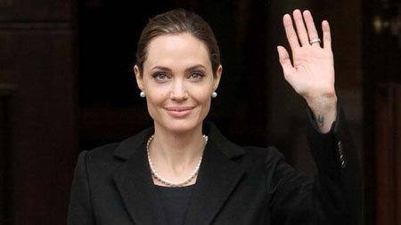 Vì sao Angelina Jolie phải cắt bỏ 'núi đôi'?