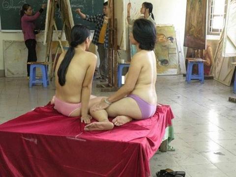 mẫu nude, dám cởi, thị phi, chân chính