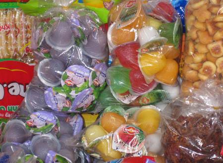 kẹo, bánh, bim bim, trà sữa, độc hại, ung thư, vô sinh, trẻ em, cổng trường