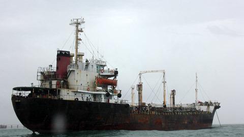 Quây bắt 'cá voi' trên biển Đông