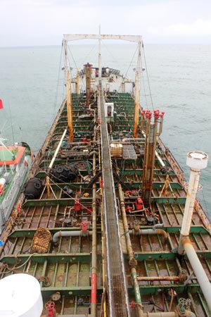 Bí mật quây bắt 'cá voi 5.000 tấn' trên biển Đông