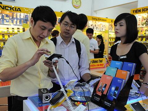 Khó khăn, dân Việt chi hàng tỷ USD sắm hàng hiệu