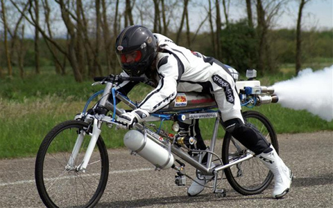 Sửng sốt với đạp điện gắn tên lửa vào đít, chạy với vận tốc 263km/h