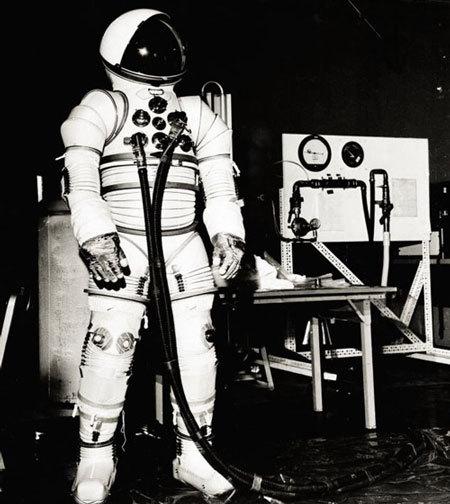 Hãng đồ lót tiết lộ về trang phục của phi hành gia