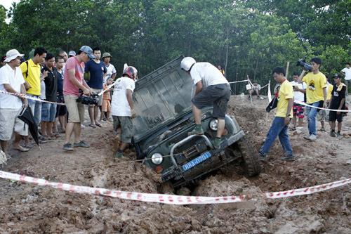 Đã có xe 'cất vó' trong Giải địa hình quốc tế Hạ Long 2013