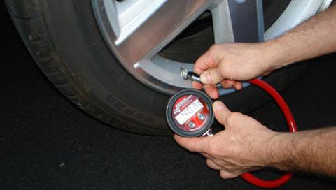 ô tô, tiết kiệm xăng, đổ xăng, tăng giá, mẹo, động cơ