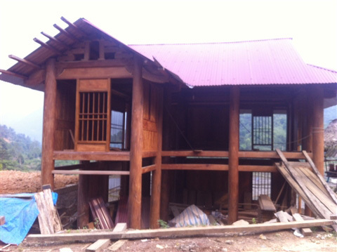 Những ngôi nhà gỗ 'bạc tỷ' ở huyện nghèo