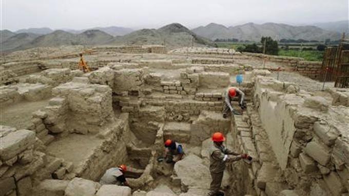 khai quật, lăng mộ, hoàng tộc, khổng lồ, Peru, tộc người, Wari