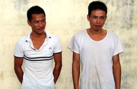 Bắt 2 đối tượng giả công an chặn xe cướp tài sản