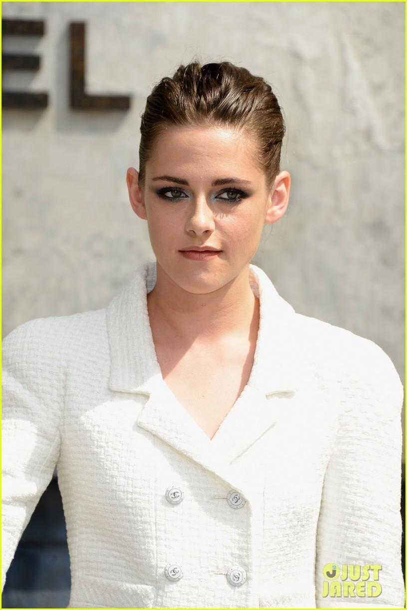 Kristen Stewart sexy với trang phục siêu mỏng