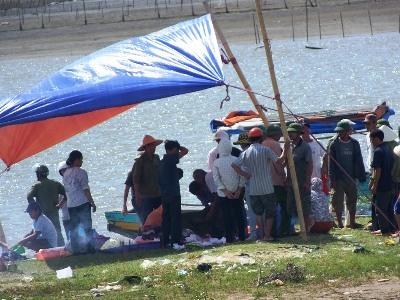 Vì sao 100 dân hỗn chiến trên sông, 3 người chết?