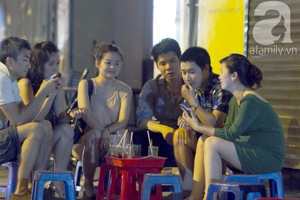 Những khu chợ cafe vỉa hè nổi tiếng nhất Hà Nội