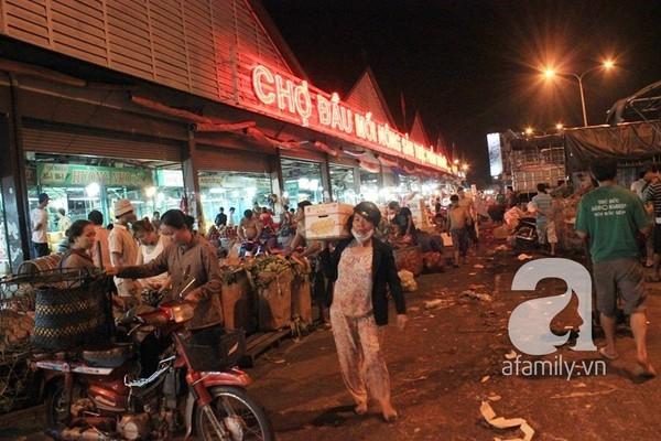 Khu chợ siêu rẻ, hoạt động suốt ngày đêm ở Sài Gòn