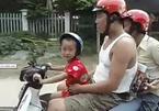 Cậu bé lái xe cha mẹ ngồi sau cười ngặt nghẽo