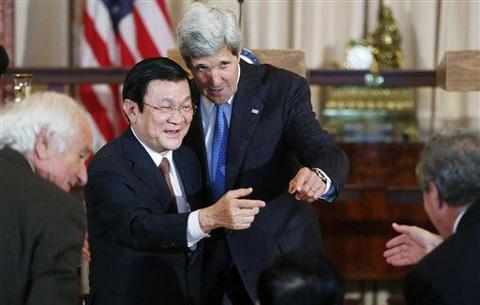 Hình ảnh Chủ tịch nước tràn ngập báo quốc tế
